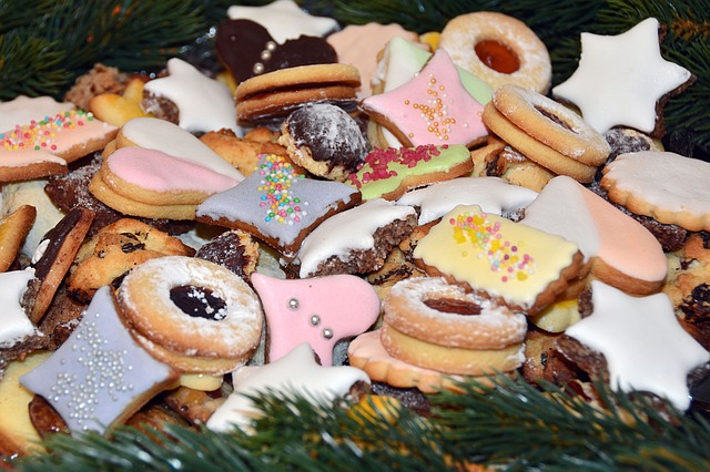 christmas-biscuits-1093587_640